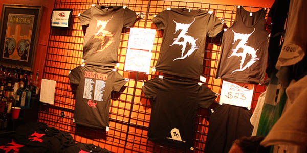 Magnetize your merch display indie for Portable t shirt display
